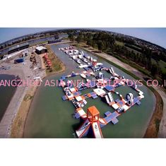 China 1500D Waterproof 250 People Inflatable Wipeout Course With TUV Certificate factory